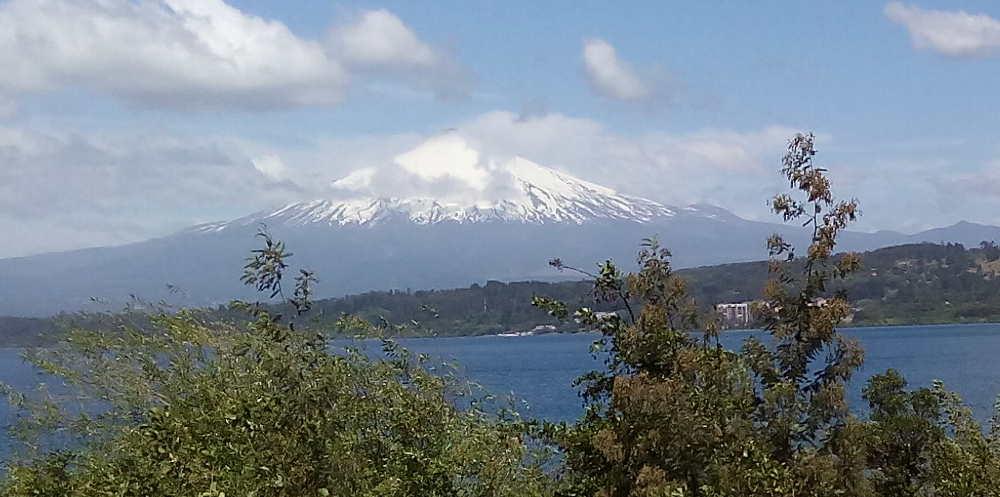 Villarrica vulcano and lake